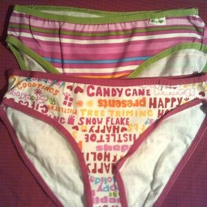 2pr Girls Holiday Panties by GAP. size 6-7